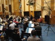 L'orchestra ascolta le indicazioni del Maestro