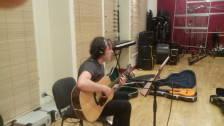 Adriano Pratesi alla chitarra