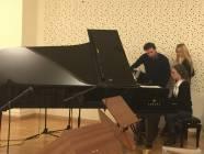 Il Maestro Tescari,Silvia Catasta , e Silvia Magagni al pianoforte