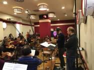 Il Direttore Emanuele Bossi e Il M Gabriele Roberto con gli archi della Roma Film Orchestra